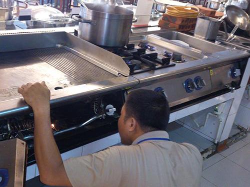 xử lí trục trặc trong bếp công nghiệp